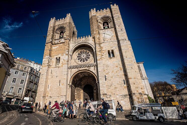 PCP e BE querem explicações sobre caso da mesquita sob a Sé de Lisboa
