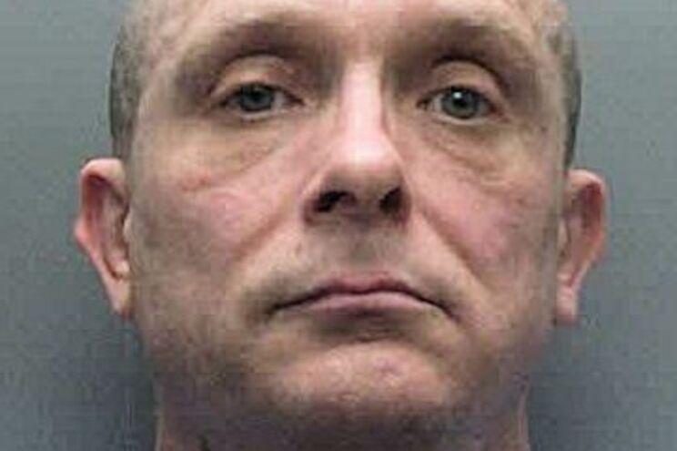 Russel Bishop, predador sexual condenado, está acusado de um duplo homicídio de 1986