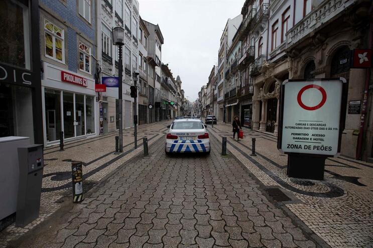 Autoridades estão a fiscalizar cumprimento das regras do estado de emergência