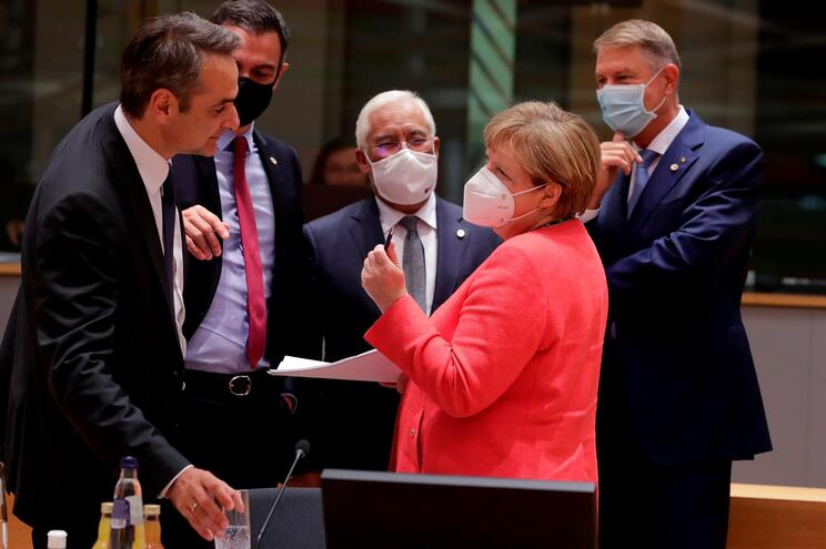 Líderes europeus fecham acordo, Portugal com 15,3 mil milhões a fundo perdido
