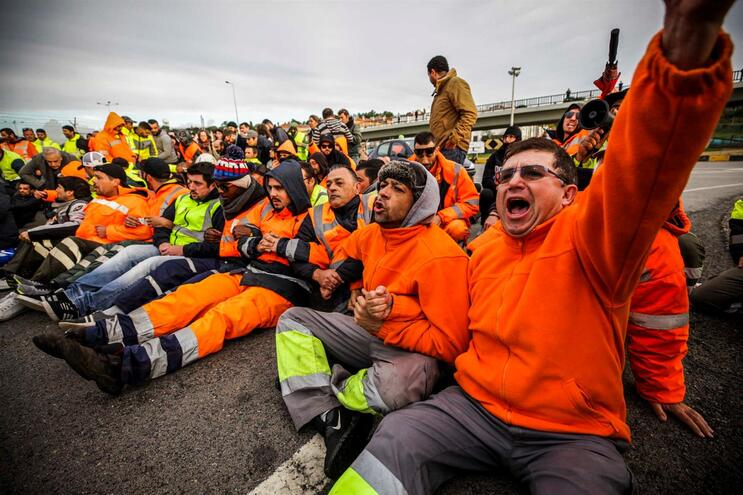 Estivadores de Lisboa estão em greve esta quarta-feira