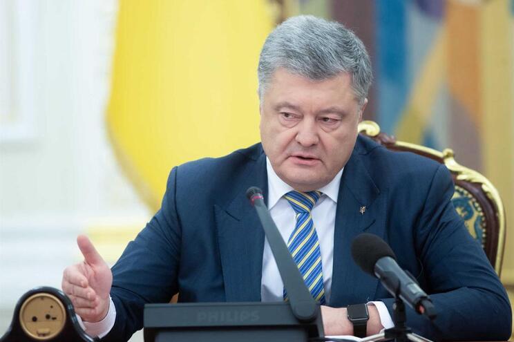 Presidente ucraniano declara estado de exceção no país