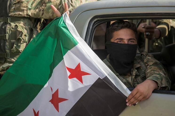 Tropas turcas começaram ofensiva no norte da Síria na semana passada