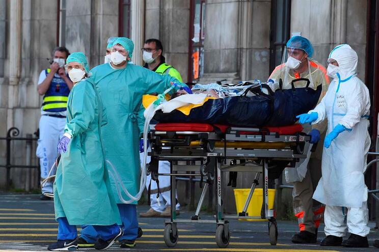Mais de 6 mil pacientes estão nas unidades de cuidados intensivos