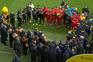 Um estádio inteiro de pé numa homenagem emocionante a Emiliano Sala