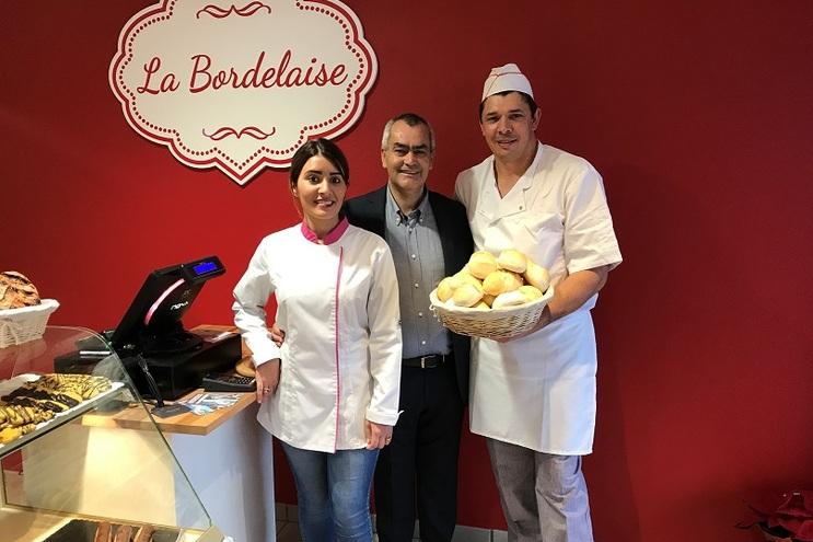 Abriu uma padaria portuguesa na região de Bordeaux