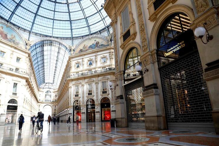 Com a medida de quarentena, Milão transformou-se numa autêntica cidade fantasma