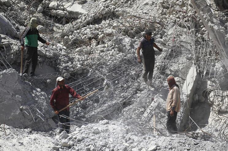 Mais um dia marcado por ataques em solo sírio