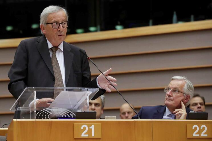UE pede fim da ofensiva turca e ameaça bloqueio a financiamento