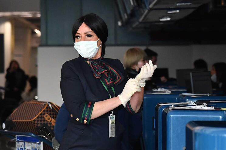 Macau nega entrada e saída de pessoas com febre para conter novo vírus