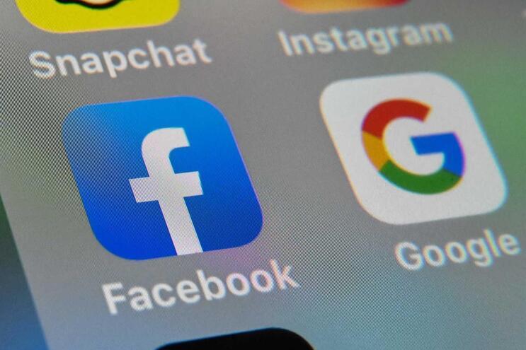 Durante o mês de abril, o Facebook colocou rótulos de alerta em cerca de 50 milhões de conteúdos relacionados