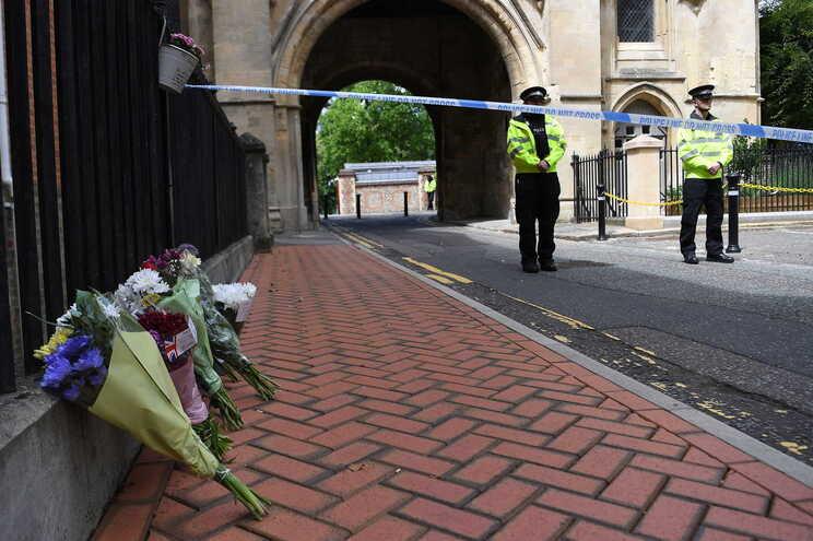 Norte-americano e professor britânico entre vítimas de ataque no Reino Unido