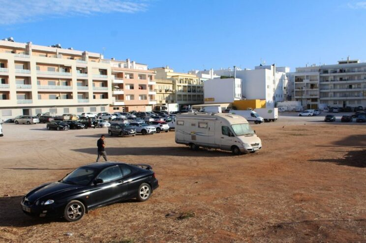 Câmara de Loulé suspende PDM para travar mais urbanizações em Quarteira