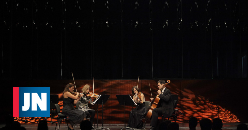 Solistas da Orquestra Sinfónica da Casa da Música atuam ao vivo na redação do JN