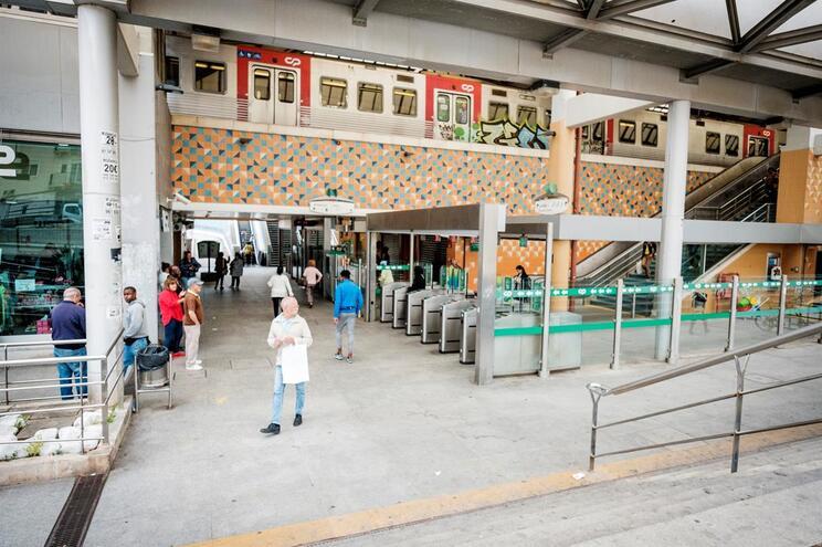 Vítima pediu ajuda na estação de Rio de Mouro