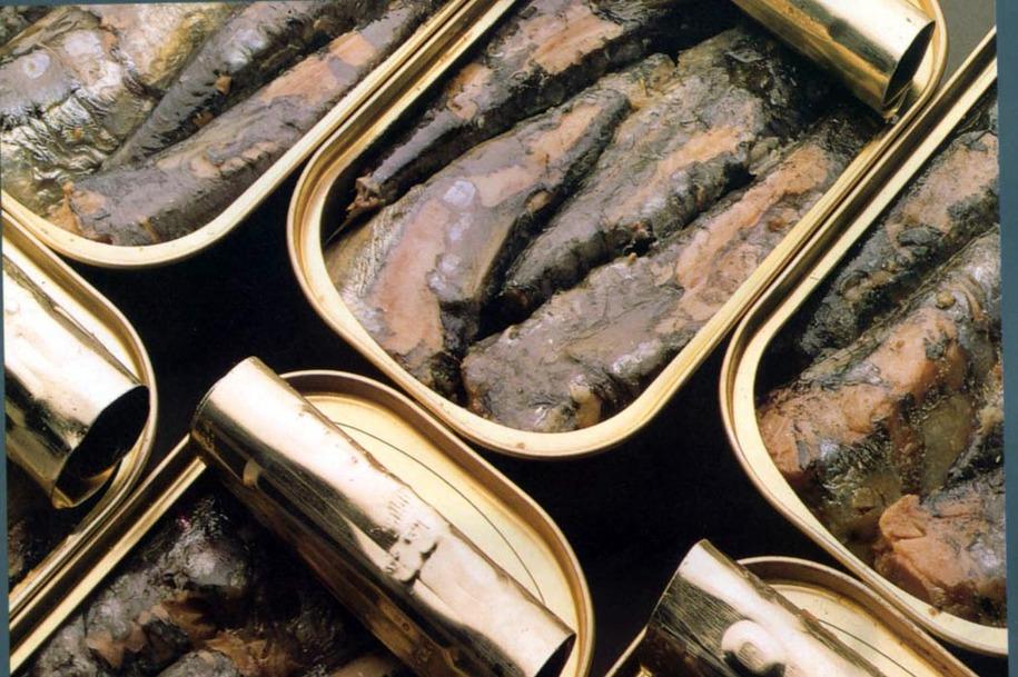 Resultado de imagem para DIA retira mais de 24 mil latas de sardinha por possível falha de esterilização