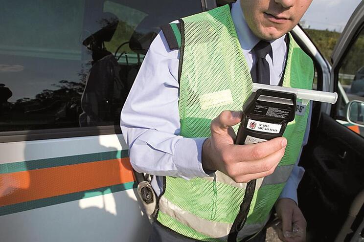 """Plano Estratégico de Segurança Rodoviária prevê """"estudar a introdução de equipamentos inibidores da condução"""