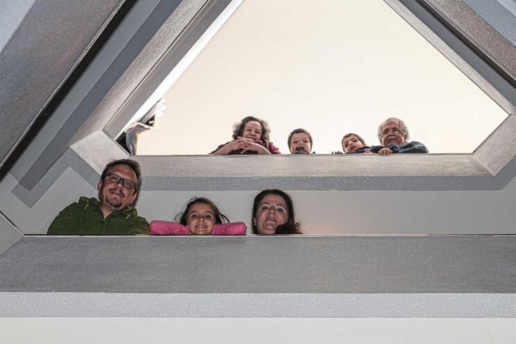 Sofia Sampaio, o marido e a filha, com os pais, que vivem no andar de cima