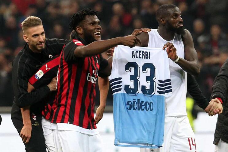 Franck Kessie e Tiemoue Bakayoko (Milan) contra racismo no futebol