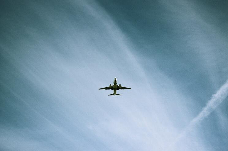 Companhias aéreas estarão a falsear tempos de voo para evitar indemnizações