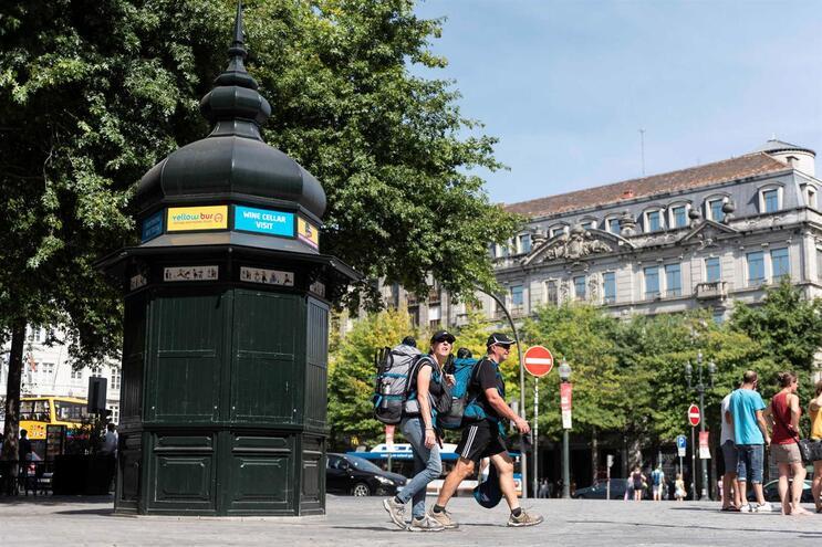 Alugar quiosque no Porto custa 11 800 euros por mês