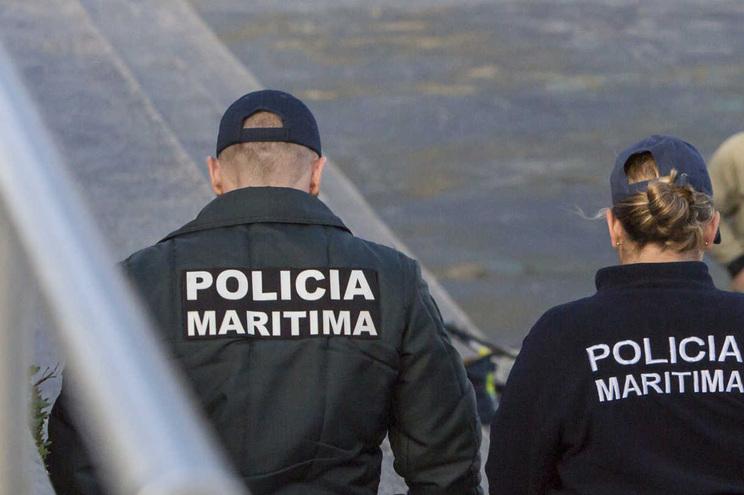 Dois feridos em embate de embarcação na gruta de Alfanzina, no Algarve