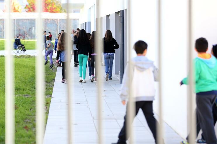 Escola não está encerrada porque não se quer prejudicar as crianças e os pais