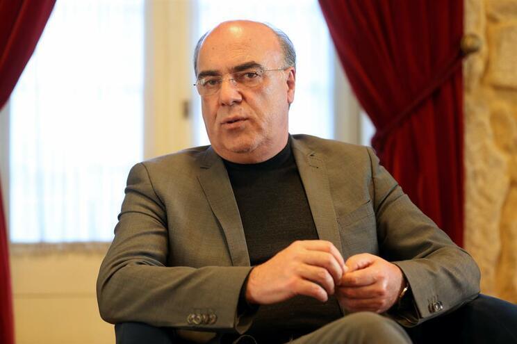 Autarca de Barcelos continua em prisão domiciliária mas quer presidir às reuniões