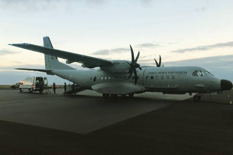 Dois aviões C-295M foram mobilizados esta madrugada para o transporte urgente de dois recém-nascidos