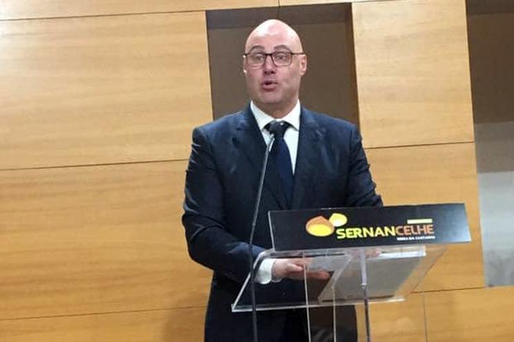 Presidente da câmara entre os 36 infetados com covid-19 em Sernancelhe