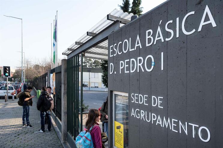 Escola D. Pedro I passa a encerrar parcialmente a partir das 15 horas, por falta de funcionários