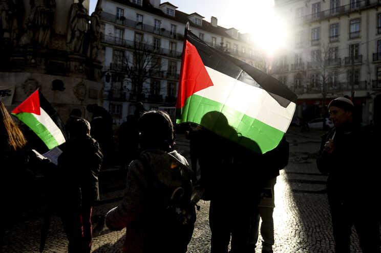 Vigília organizada pelo Comité de Solidariedade com a Palestina pela libertação de Ahed Tamimi e de todas