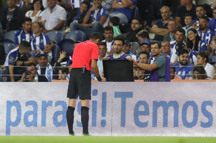 Védeo-arbitro falhou no estádio do Dragão, no sábado