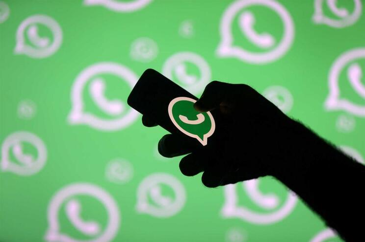 Cadeia de mensagens falsas no WhatsApp aterroriza