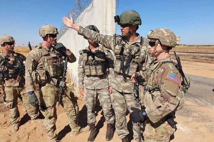 EUA dizem que tropas deixam a Síria para oeste do Iraque