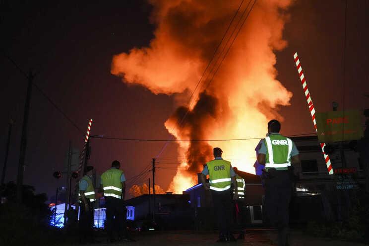 Fogo controlado em fábrica de papel de Santa Maria da Feira