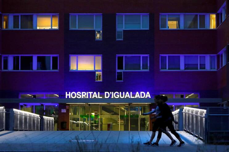 Espanha com ligeiro aumento diário de mortes com covid-19