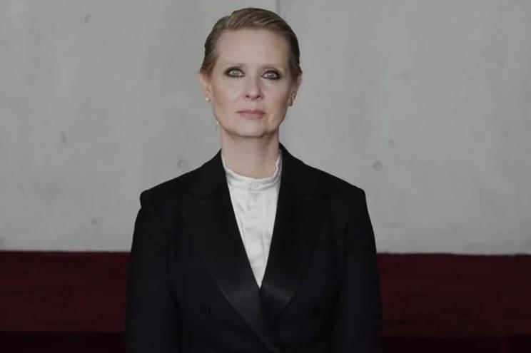 "Cynthia Nixon recita poema ""Be a lady"" (""Sê uma senhora"")"