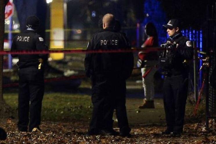 Treze pessoas atingidas a tiro numa festa em Chicago