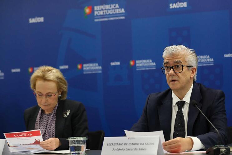 Graça Freitas e António Sales, diretora-geral e secretário de Estado da Saúde