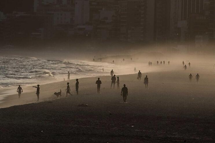Banhistas na Praia de Ipanema, no Rio de Janeiro, na passada quinta-feira