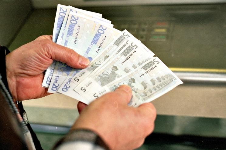 O que são as transferências imediatas de dinheiro?