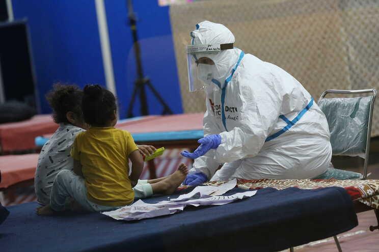 Brasil regista 92475 mortos e 2,6 milhões de infetados