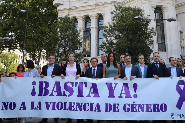 Partido de extrema-direita espanhol boicota homenagem contra violência de género
