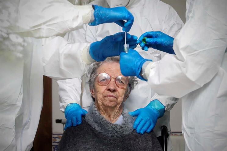 Atenção especial aos idosos durante a pandemia