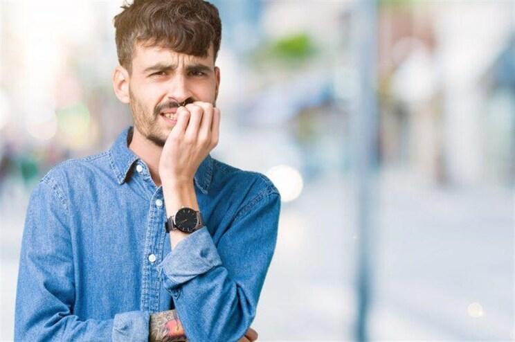 7 consequências assustadoras do hábito de roer as unhas