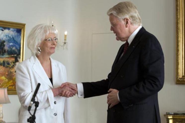 A nova primeira-ministra Johanna Sigurdardottir e o president Olafur Ragnar Grimsson
