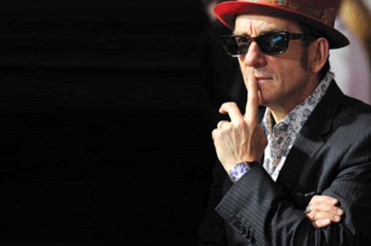 """Elvis Costello: """"Nunca confiei nos políticos"""""""