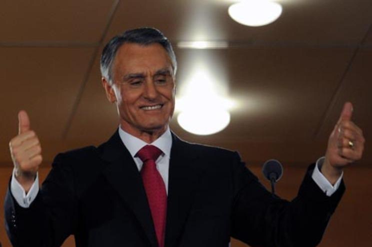 Presidente reeleito, como é tradição, mas obtendo menos 540 mil votos