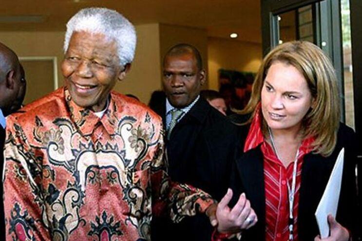 Zelda La Grange é filha de uma família do apartheid mas veio a tornar-se o braço direito de Mandela